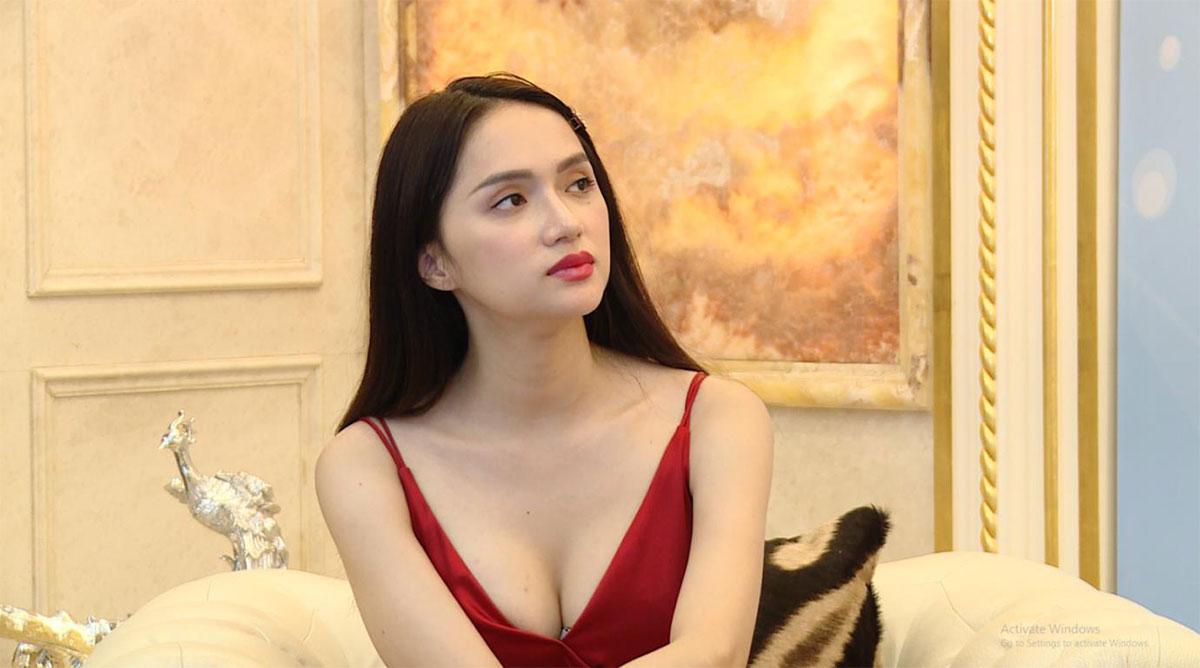Hoa hậu Hương Giang công khai nâng ngực sửa lại
