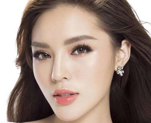 Hoa hậu Kỳ Duyên và bác sĩ Chiêm Quốc Thái về chia sẻ về nâng mũi